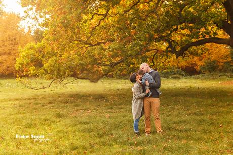 Happy family in de herfst