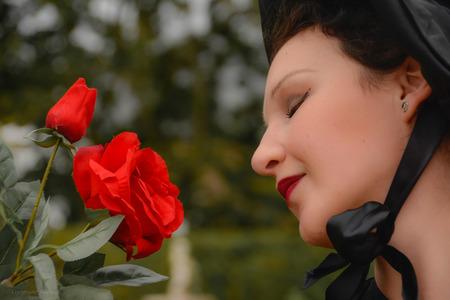 The Rose - In vervoering van een prachtige roos. - foto door Floriscal op 20-11-2015 - deze foto bevat: vrouw, mensen, portret, emotie, closeup, 50mm