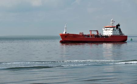de schelde - rode boot - foto door majvangooreg op 19-04-2018 - deze foto bevat: boot