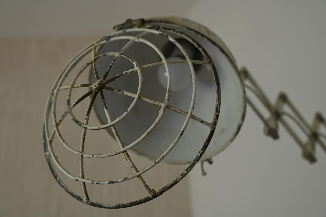 De laatste deed het licht uit - - - foto door diezel op 20-10-2020 - deze foto bevat: oud, licht, lamp, antiek, stilleven, vintage, urban exploring, muurlamp