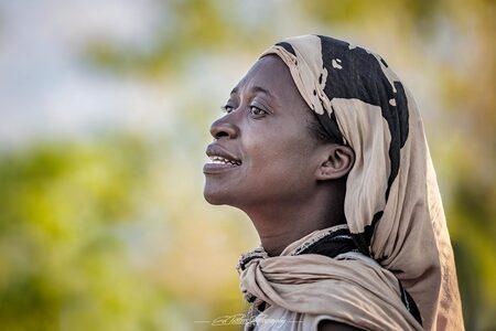 Portrait of a woman - Portret van een Malawiaanse vrouw - foto door EdPeetersPhotography op 20-09-2018 - deze foto bevat: vrouw, portret, daglicht, straatfotografie, reisfotografie