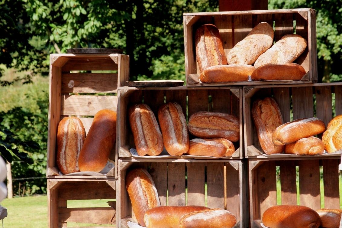 """de smaak van Noorbeek - Versgebakken broden die liggen af te koelen. Foto genomen tijdens de wandeling """"loeren bij de boeren"""", welke ons door het limburgse landschap langs  - foto door herimo op 08-10-2012 - deze foto bevat: limburg, wandeling, noorbeek, broden"""