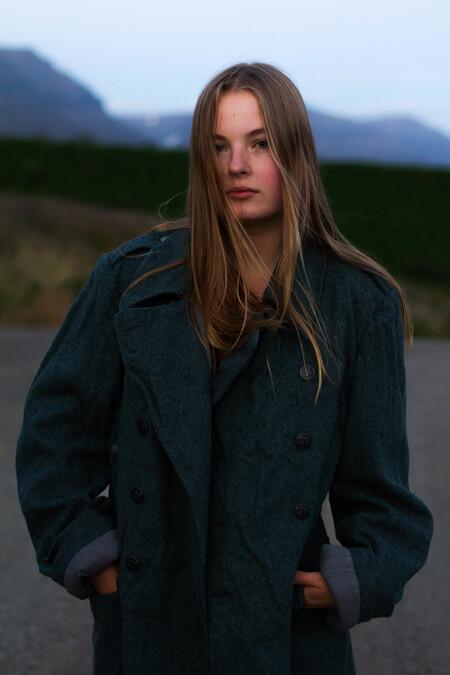 Janika op Ijsland #2 - Op Ijsland heb ik Janika gefotografeerd met het doel een serie te creeëren met een natuurlijke uitstraling met een fashion-achtig tintje. - foto door lk123456789 op 10-09-2017 - deze foto bevat: licht, portret, fashion, beauty, blond, mode, fotoshoot, visagie, 50mm