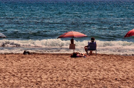 El Campello Beach - El Campello Beach - foto door dennisvansintfiet op 02-10-2013 - deze foto bevat: parasol, strand, zee, sea, sun, zand, beach, sand