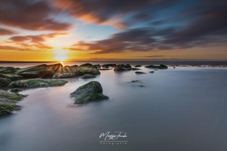 Beautiful sunsets need cloudy skies - - - foto door martijnjacobs1988 op 07-03-2021 - deze foto bevat: wolken, zon, strand, zee, water, avond, zonsondergang, landschap, tegenlicht, lange sluitertijd