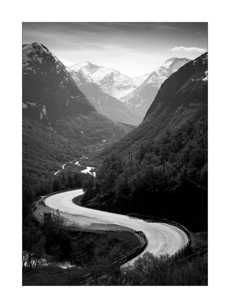 Highway to Heaven - - - foto door Joshua181 op 09-08-2017 - deze foto bevat: lente, natuur, licht, sneeuw, vakantie, reizen, landschap, bergen, noorwegen, zwartwit