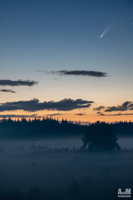 Neowise in de mist