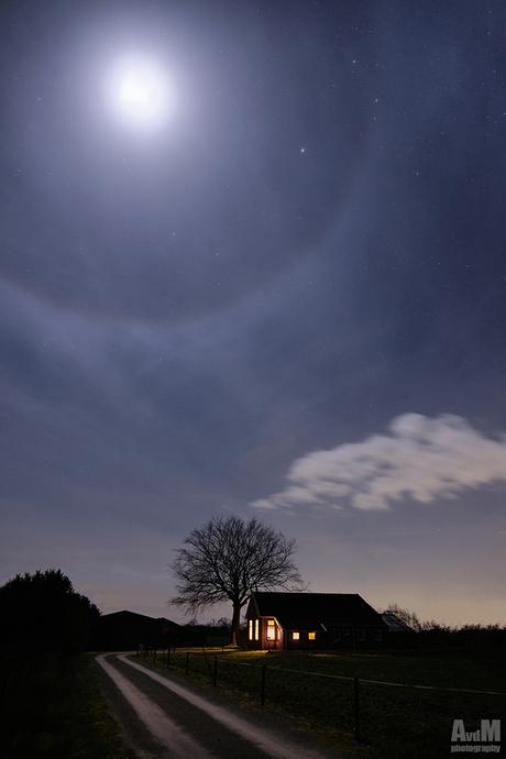 Huisje onder de maan