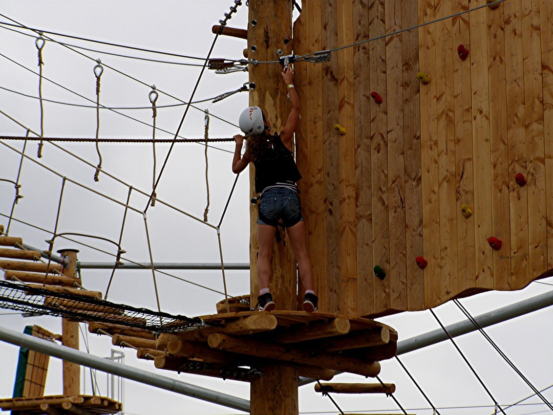 GROOTSTE KLIMPARK KURENPOLDER 20-07-2013 - GROOTSTE KLIMPARK VAN NEDERLAND GEOPEND OP 01-09-2013 - foto door CityPhotograph op 13-09-2013 - deze foto bevat: biesbosch, hank, nbr, klimpark, klimwerk