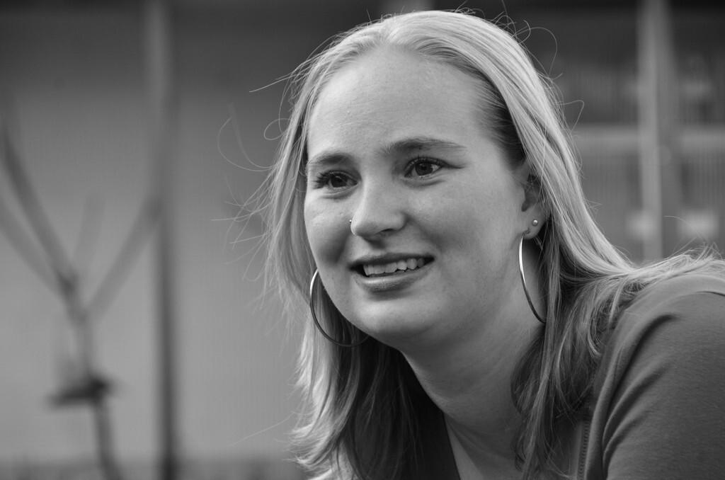 portret van Erika - mooie zwart witte portret. - foto door paul70 op 23-07-2011 - deze foto bevat: zwart wit