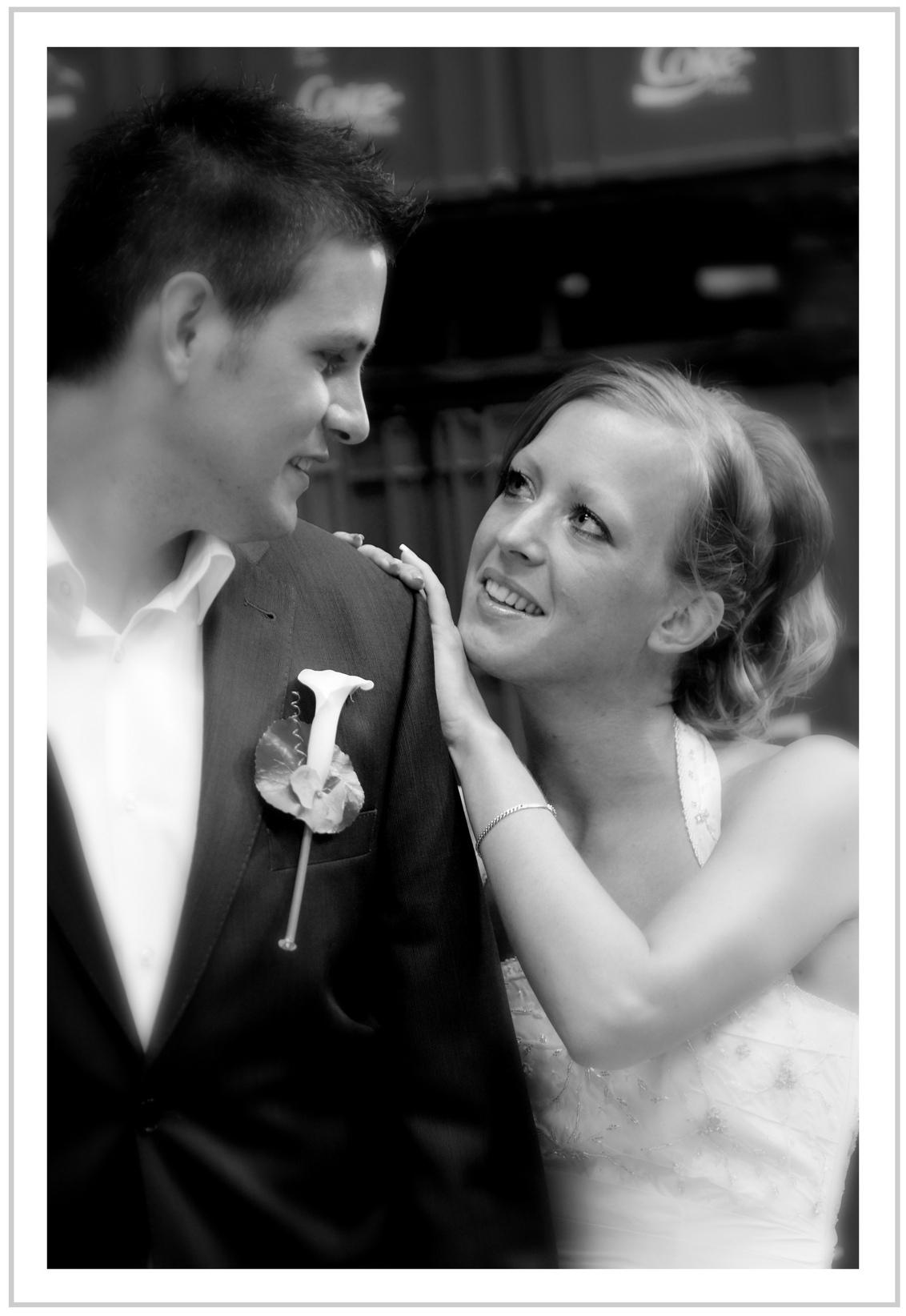 Verliefd - Bruidsreportage, bewust Blur gevignetteerd - foto door verschuren op 22-06-2011 - deze foto bevat: bruidsreportage, tim, inge, Verschure