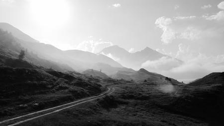 Frankrijk - Lac du Mont Cenis - Genomen nabij het meer 'Lac du Mont Cenis', Frankrijk. - foto door Krulkoos op 04-09-2020 - deze foto bevat: wolken, wolk, vakantie, landschap, bergen, travel, zwartwit, berg, wolkenlucht, mount, mountains, berglandschap, traveling, rondreis, blackandwhite, holiday, zwartenwit, leica, zwartwitfotografie, Avanta, maurice weststrate, avantareis, dlux, d_lux7
