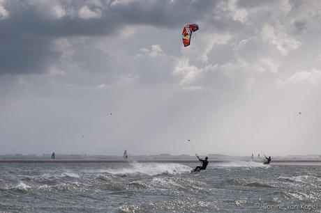 Kitesurfen in de storm (2)