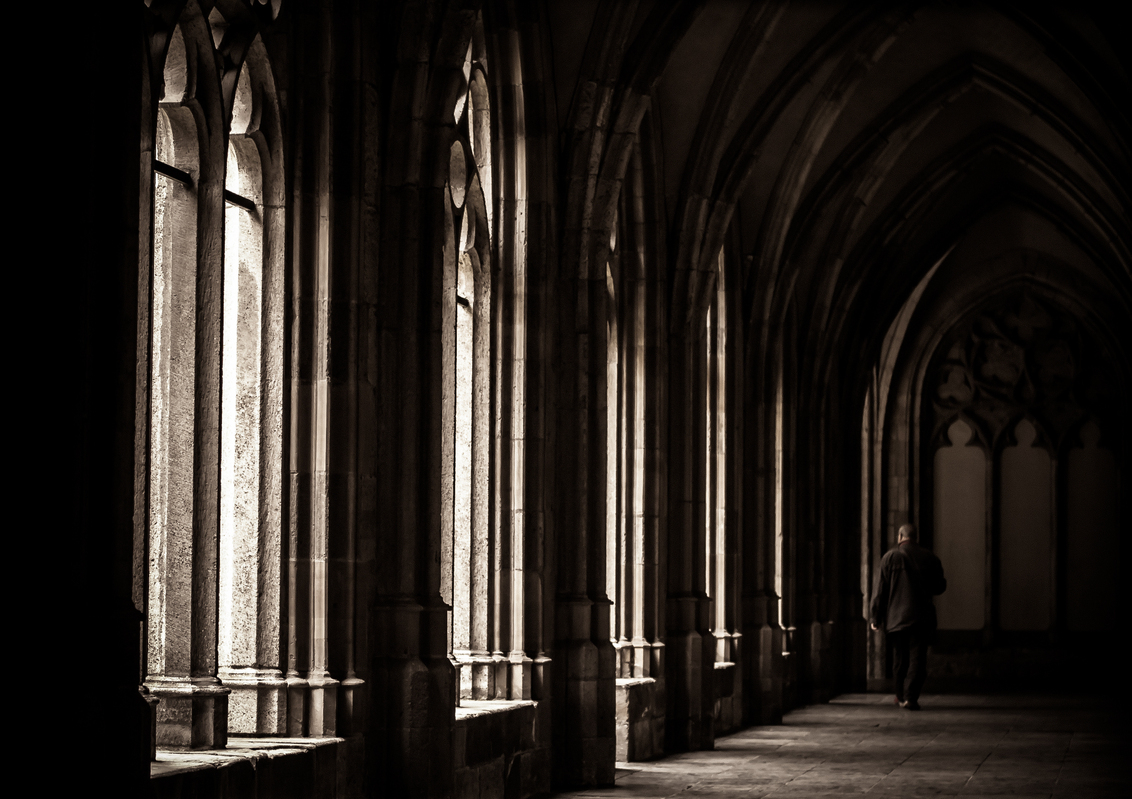 Cultural religion - Foto is genomen in het Pandhof dat deel uitmaakt van de Domkerk in Utrecht. - foto door Dashtropie op 19-06-2013 - deze foto bevat: tuin, architectuur, utrecht, dom, klooster, kloostertuin, gotiek, domkerk, gotisch, pandhof