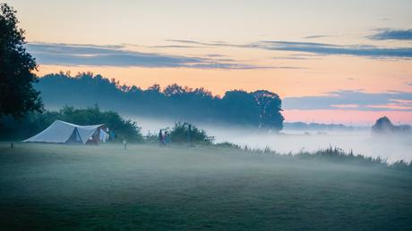 Zonsondergang op de camping