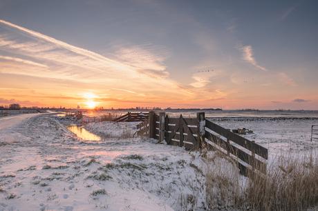Winterse zonsondergang in Zeeland