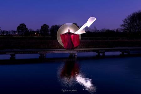 Lightpainting Model1 - - - foto door henrivanarkel op 01-03-2021 - deze foto bevat: avond, reflecties, lightpainting
