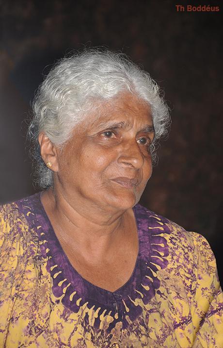 Oudere vrouw op Lanka 1903109150mw