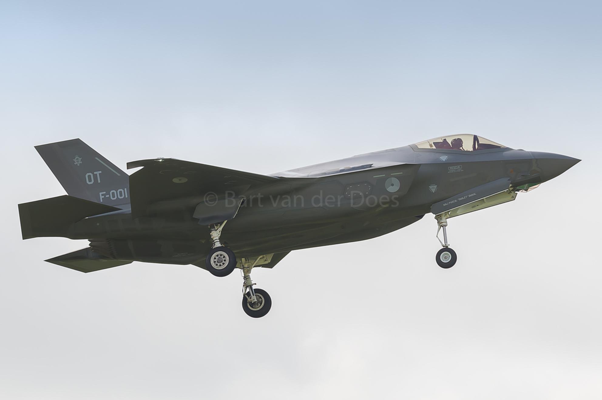F-35A - F-001 323 SQN 'OT' - F-35A - F-001 323 SQN 'OT' - foto door BirdieBarty op 14-07-2017 - deze foto bevat: klu, vliegtuig, landing, nederland, scanner, afterburner, leeuwarden, piloot, volkel, airborne, vliegbasis, luchtmachtdagen, defensie, arrival, usaf, runway, qra, fwit, Frisian Flag, f-35, f35, edwards air base, f-001, f-002, f-35a - Deze foto mag gebruikt worden in een Zoom.nl publicatie