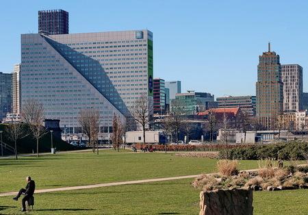 De skyline van Rotterdam. - Willemswerf is de naam van het kantoorpand in Rotterdam.  26 februari. Groetjes Bob. - foto door oudmaijer op 07-03-2021 - deze foto bevat: rotterdam, licht, lijnen, architectuur, gebouw, stad, skyline