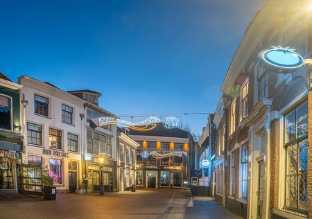 Voor Clarenburg - Utrecht - Stille straat in het hart van Utrecht op oudjaarsavond. Met zicht op Belgisch Biercafé Olivier. - foto door jaapoosterhoff op 03-03-2021 - deze foto bevat: avond, architectuur, gebouw, nacht, perspectief, utrecht, hdr