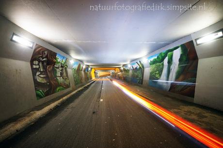 fietstunnel met scooter ( ;