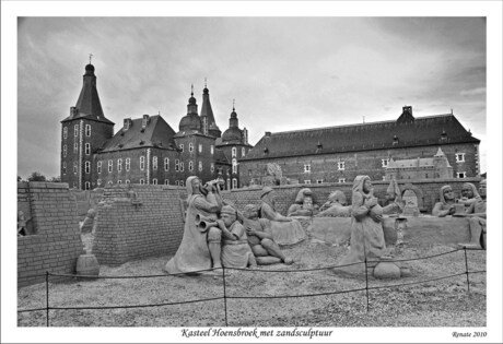 Kasteel Hoensbroek met zandsculptuur