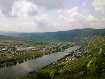 Uitzicht - Kwalitatief gezien misschien niet een hele goede foto, maar ik de reden dat ik hem upload is het mooie uitzicht! - foto door molcarina op 14-09-2014 - deze foto bevat: water, vakantie, landschap, bergen, brug, rivier