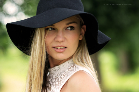 Model Laura