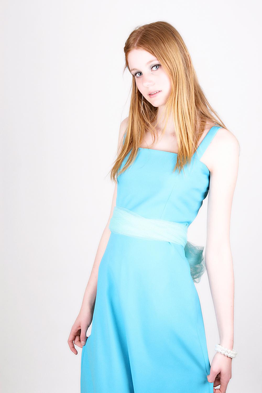 Danielle - Mijn dochter in een zelfgemaakte jurk. - foto door Martine van Doorn-Bos op 15-04-2012 - deze foto bevat: danielle