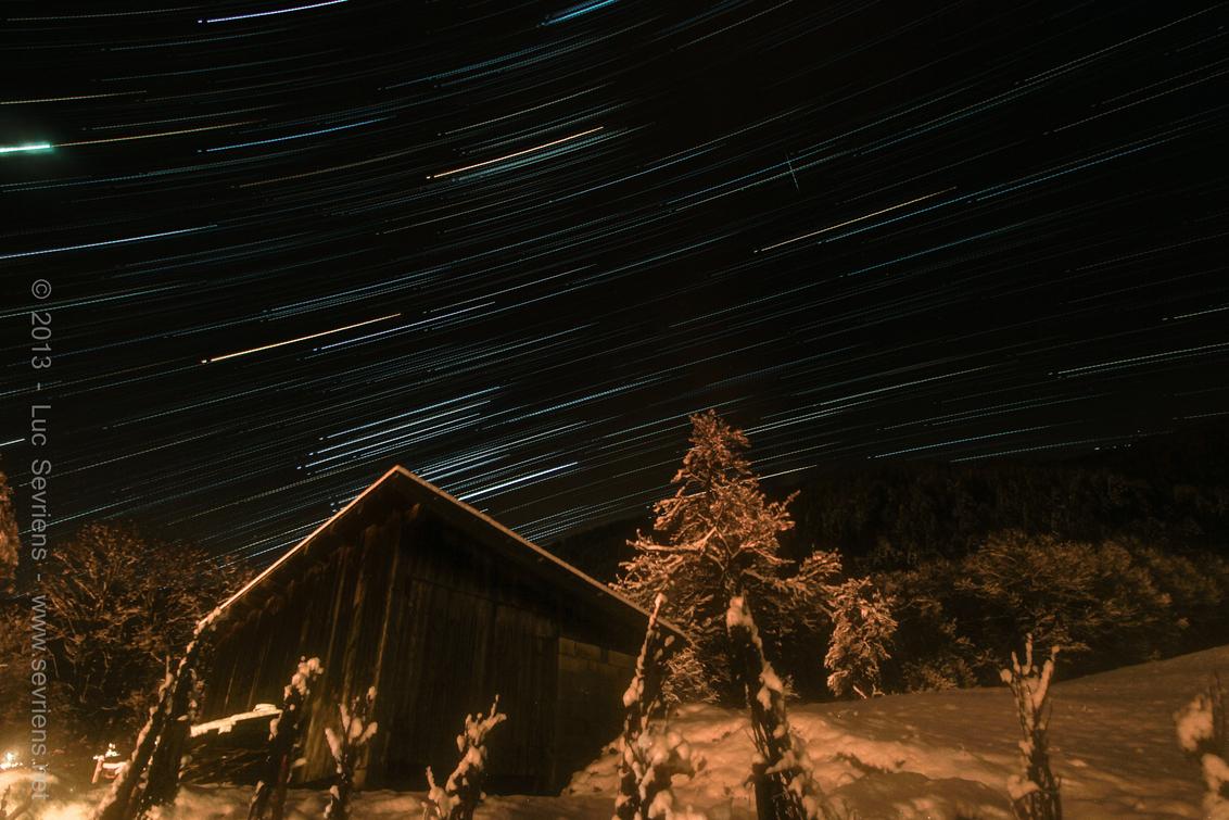 """White Stars - """"Star Trailing""""  * 57 foto's * 10 mm * f 3.5 * ISO 200 * 50 sec. belichting * 10 sec. interval - foto door lucsevriens op 27-12-2013 - deze foto bevat: sneeuw, sterren, hemel, star trailing"""
