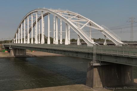 Spoorbrug over het Schelde-Rijnkanaal