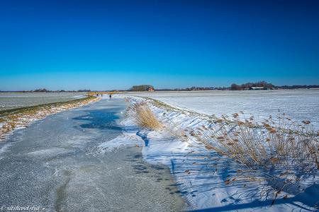 Toch even lekker schaatsen - Het ijs was niet op alle plaatsen goed maar we konden toch lekker schaatsen in een witte winterse wereld. - foto door rits op 13-02-2021 - deze foto bevat: winter, ijs, landschap, schaatsen, polder, heiloo, egmondervaart