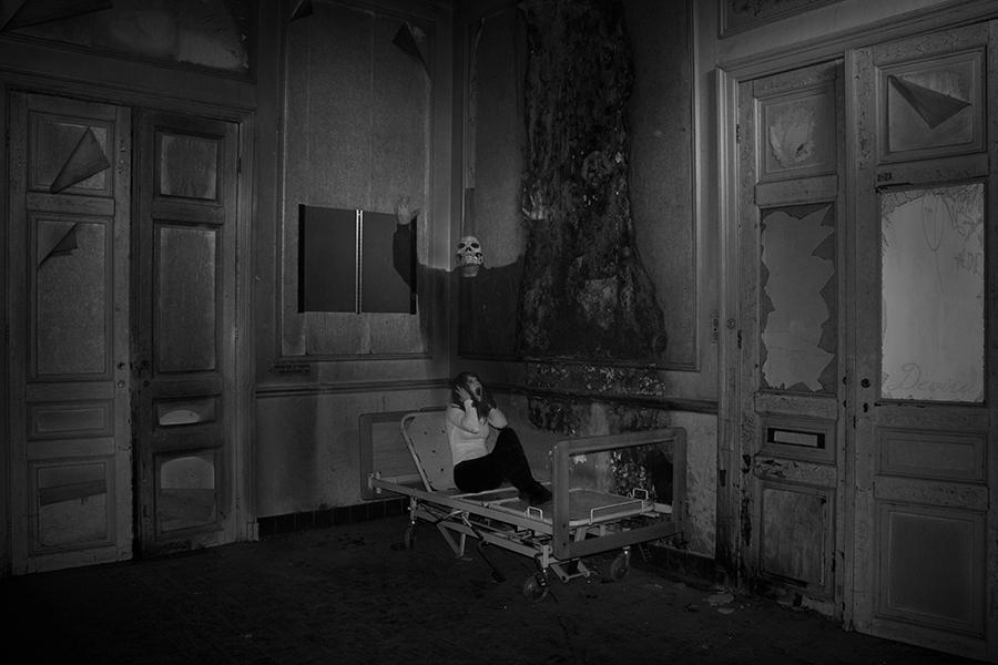 The Voice - Spookverhalen op urbexlocatie - foto door devira op 24-03-2014 - deze foto bevat: angst, iris, dead, horror, urban, dood, pain, death, voice, ghost, geest, chapelle, scream, fear, schreeuw, urbex, pijn, mind, des, chapel, stem, ue, Devira, ancien, anciens, exorcisme, exorcism