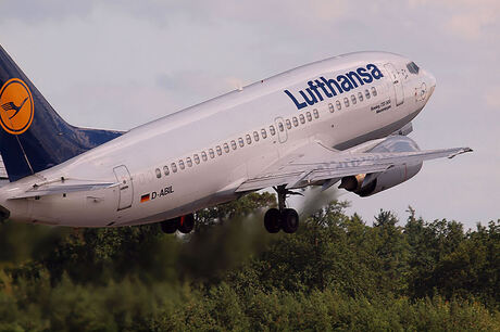 lufthansa b 737-500