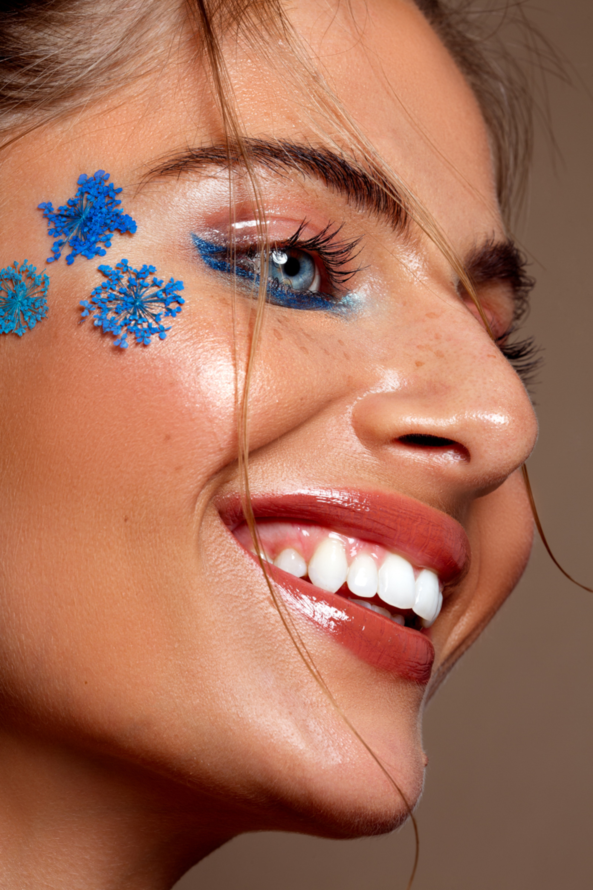 Nikki - Model: Nikki @ EVD Agency MUAH: Kaja Dobron - foto door stephanieverhart op 26-10-2019 - deze foto bevat: vrouw, licht, portret, schaduw, model, flits, ogen, fashion, beauty, emotie, photoshop, closeup, mode, fotoshoot, visagie, flitser