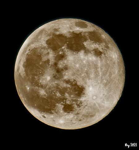 Luna - Mijn eerste foto van de laatste volle maan. Gemaakt met de Nikon D7500, 70/200mm VR f2.8 en een 2x Nikon Teleconverter. Vanaf een statief uit het raa - foto door Ray Beers op 05-04-2021 - deze foto bevat: zoom, maan, nikon, nacht, teleconverter, Ray Beers