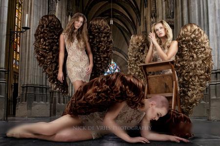 IAngels 1MG_9852 as klein.jpg - compositie - foto door nickdevries op 26-12-2013 - deze foto bevat: vrouw, vleugels, zwart, model, kerk, gang, hal, jurk, poseren, composite, make-up