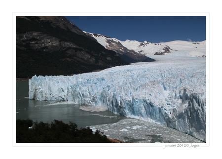 perito moreno gletsjer - een enorme, blauwe gletsjer die aan de voorkant net zoveel ijs verliest als aan de achterkant aangroeit. Een facinerend natuurverschijnsel. - foto door Lathyrus op 23-01-2012 - deze foto bevat: gletsjer, argentinie, Perito Moreno
