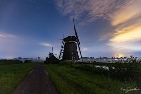 Molens - - - foto door LGphotography op 29-12-2020 - deze foto bevat: natuur, avond, vakantie, landschap, molen, nacht, molens, polder, sterren