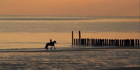 Zonsondergang op strand bij Koudekerke.