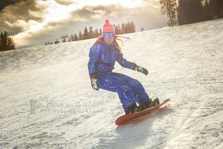Snowboard girl in Italie