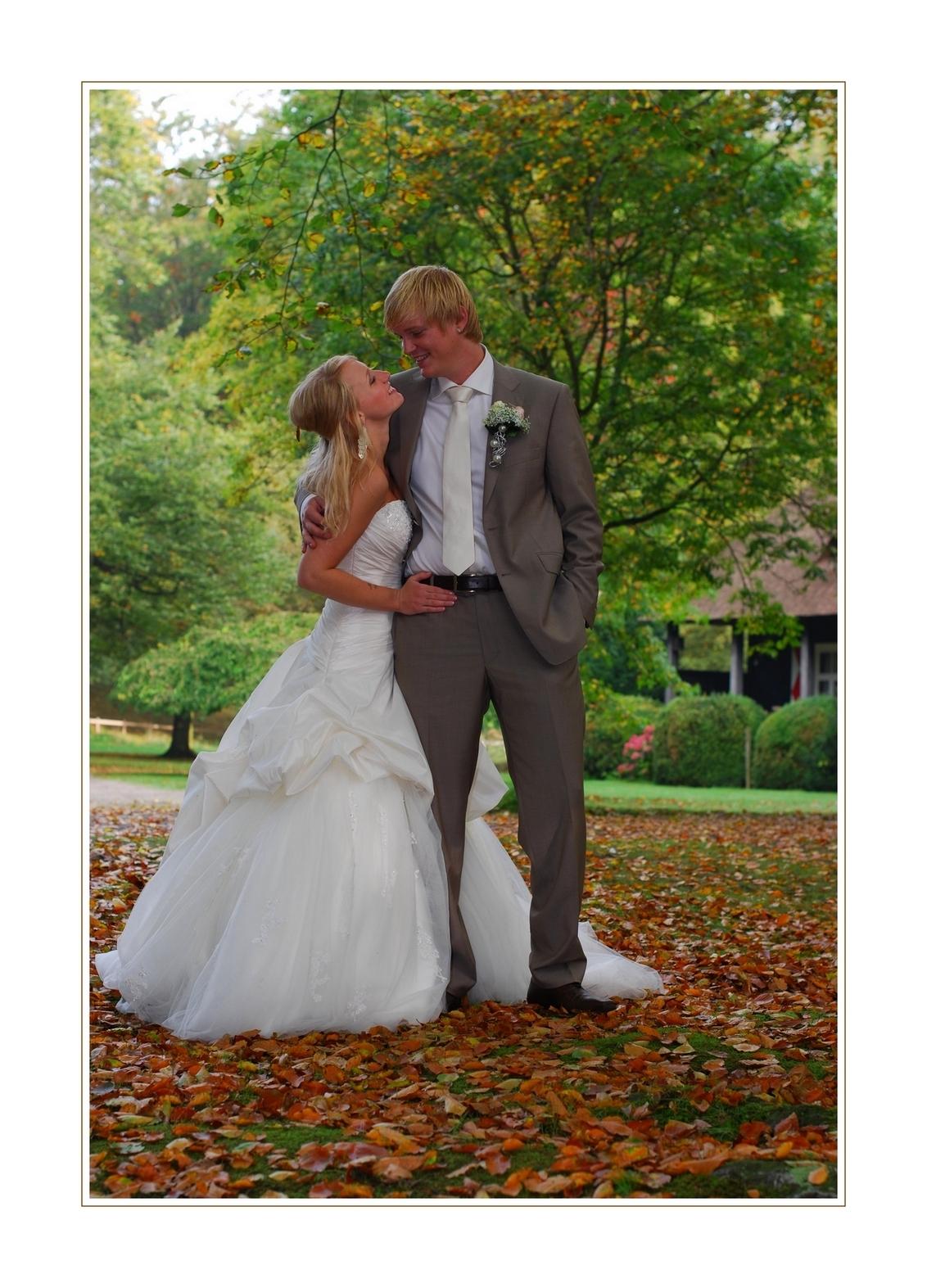 Herfst bruiloft - Wederom op Landgoed Clingendael prachtig weer .Mede door het licht wat ook gefilterd werd door de bomen achter mij ,komen de herfstkleuren hier prima - foto door XIANG op 24-11-2010 - deze foto bevat: herfst, bruiloft.clingendael