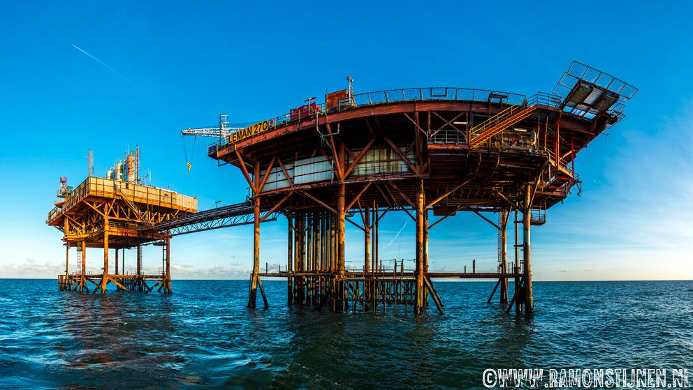 Offshore platform - Platform in de engelse sector in de Noordzee. - foto door eyefocus-76 op 18-11-2012 - deze foto bevat: platform, gas, noordzee, engeland, olie, offshore, milieu, uk, ramon, stijnen