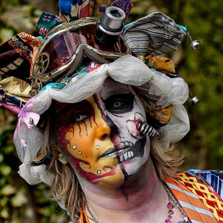 De Stropdas - Tijdens de fantasy Fair war er deze jonge dame die geheel in een kleed van stropdassen rond liep. Heel mooi gesminkt - foto door verschuren op 25-04-2012 - deze foto bevat: potret, verschuren, elf fantasy fair