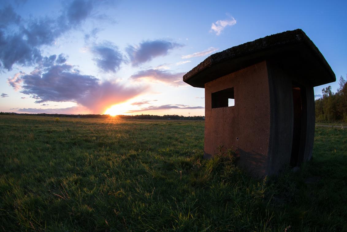 Vliegbasis Twente. - Laatste licht weggehaald bij vliegbasis Twente in Oldenzaal. - foto door Asixblackhill op 05-05-2019 - deze foto bevat: lucht, wolken, zon, lente, natuur, licht, avond, zonsondergang, landschap, twente, vliegbasis, lange sluitertijd