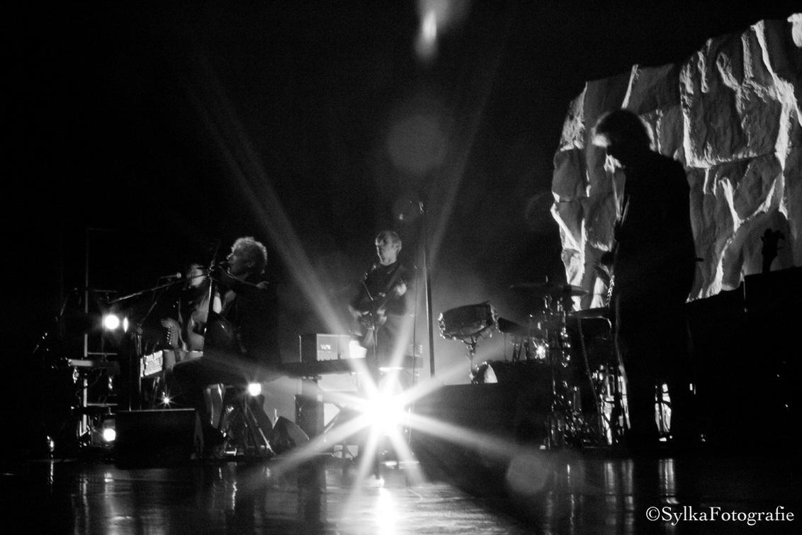 """Concert Spinvis Breda - Tijdens het fotograferen voor 3voor12 zitten """"spelen"""" met de av-stand... - foto door sylkafotografie op 13-03-2013 - deze foto bevat: theater, optreden, concert, band, live, concertfotografie, concertfotograaf, pop concert"""