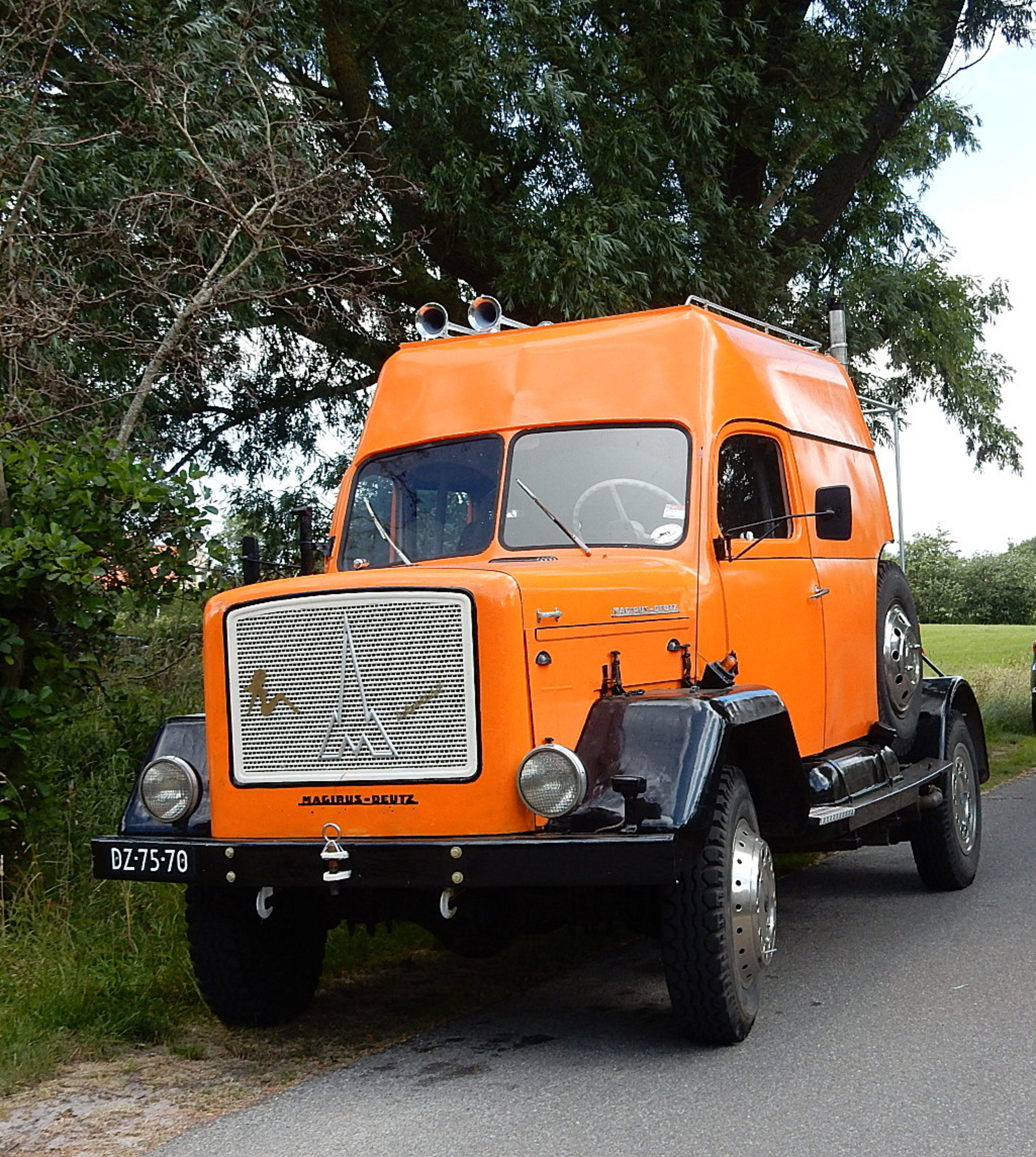 Oude Truck. - Deze truck gefotografeerd op Terschelling .Stond in de buurt bij  het Wrakkenmuseum.  Foto voor het album Truckwereld inmiddels 10 jaar.   Iedere - foto door bwijnia1 op 06-03-2021 - deze foto bevat: auto, 1025x1145