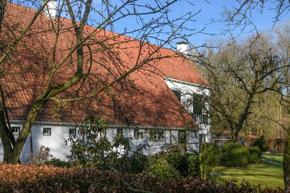 Iwema Steenhuis - Iwema Steenhuis in Niebert is rond 1400 gebouwd, door de familie Iwema. Steenhuizen dienden als toevluchtsoord voor de Groningse adel, rijke boeren e - foto door Klaas4 op 27-02-2021