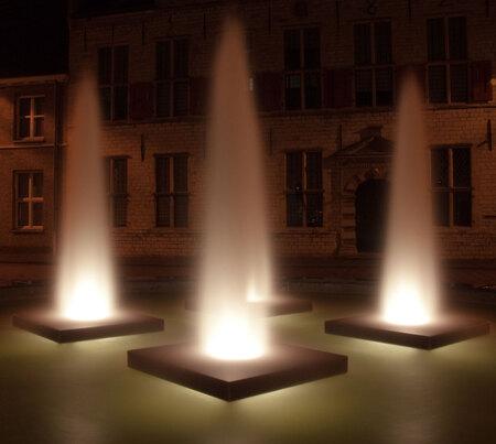 Beam me up, Scotty - Fontein St. Joris Middelburg - foto door jicaro op 14-08-2010 - deze foto bevat: water, fontein, sluitertijd, middelburg, nacht fotografie, st. Joris